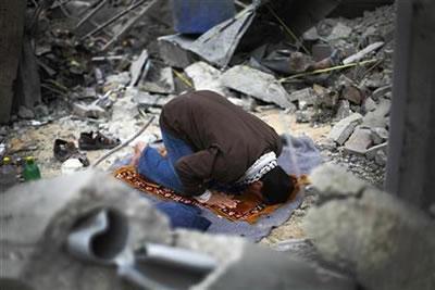 https://3.bp.blogspot.com/-wC_voJJ0D8I/UOGyzvhuVXI/AAAAAAAAAQk/U9eG82vpJLA/s1600/Muslim-Praying.jpg